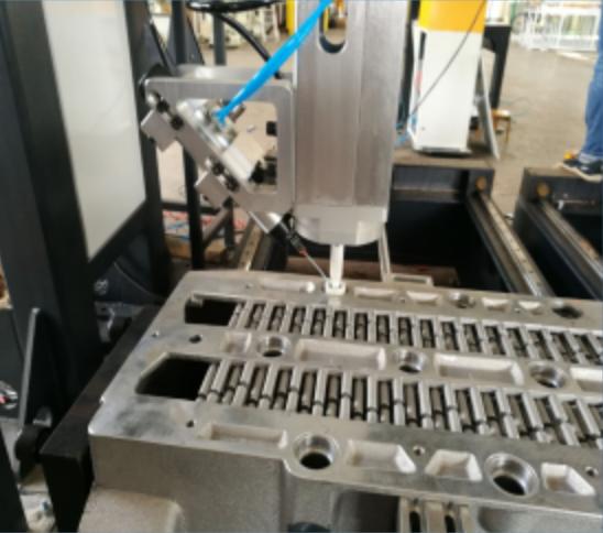非标定制铝铸件桁架点胶机械手